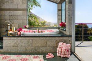 The outside bath. Picture: Barbie Media
