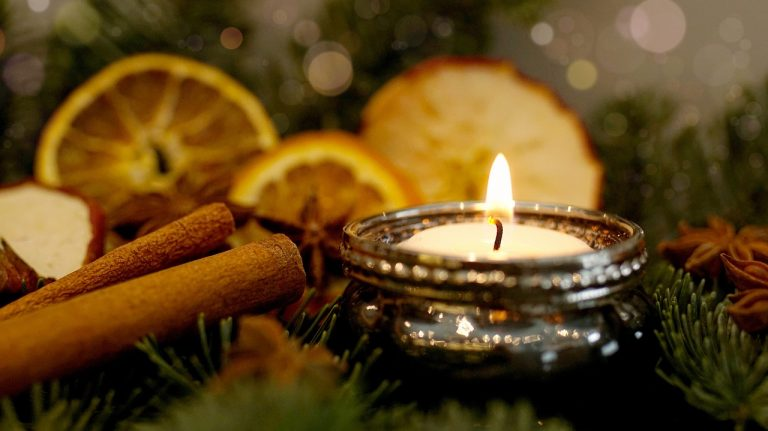 Use candle to create a festive mood through smell. Picture: pixabay