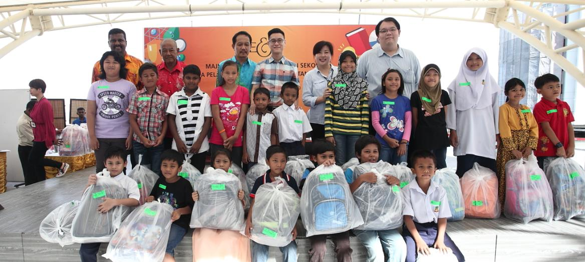 140 students in Penang receive school necessities