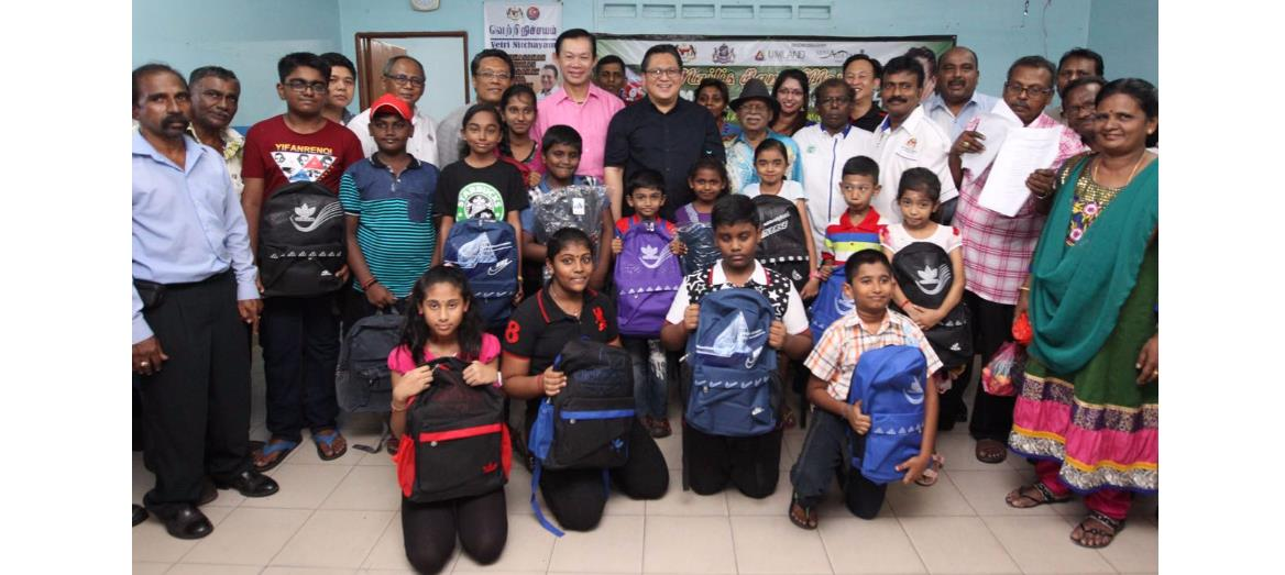 UMLand Seri Austin's Back to School Programme 2016 brings good cheer to school children