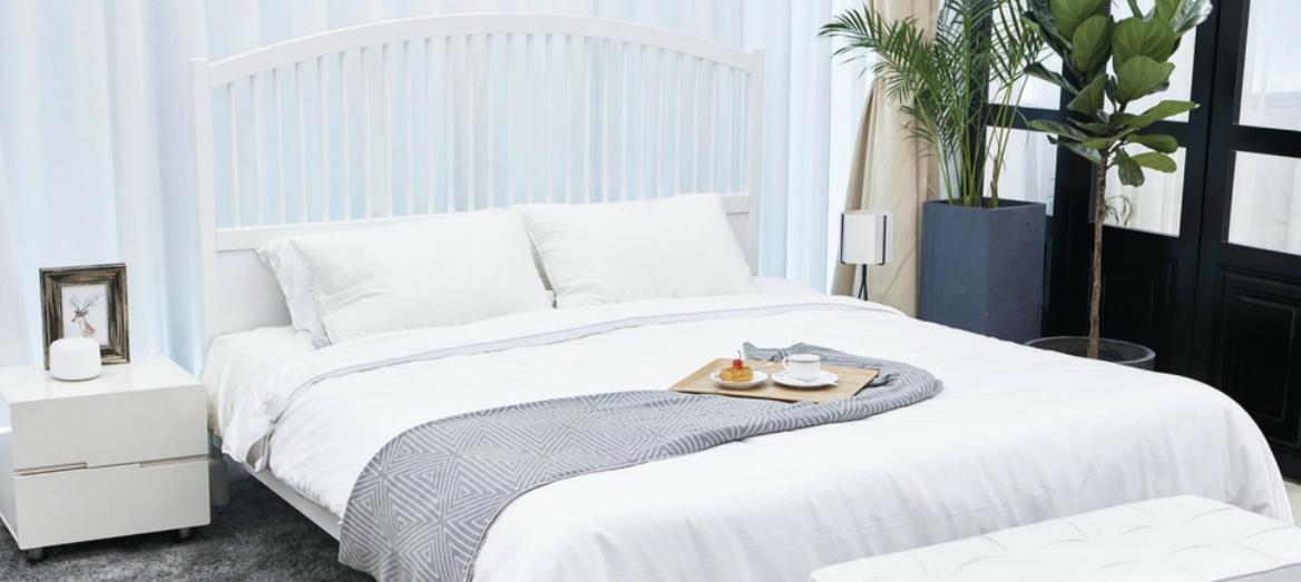 Keep vs. throw: Decluttering the bedroom