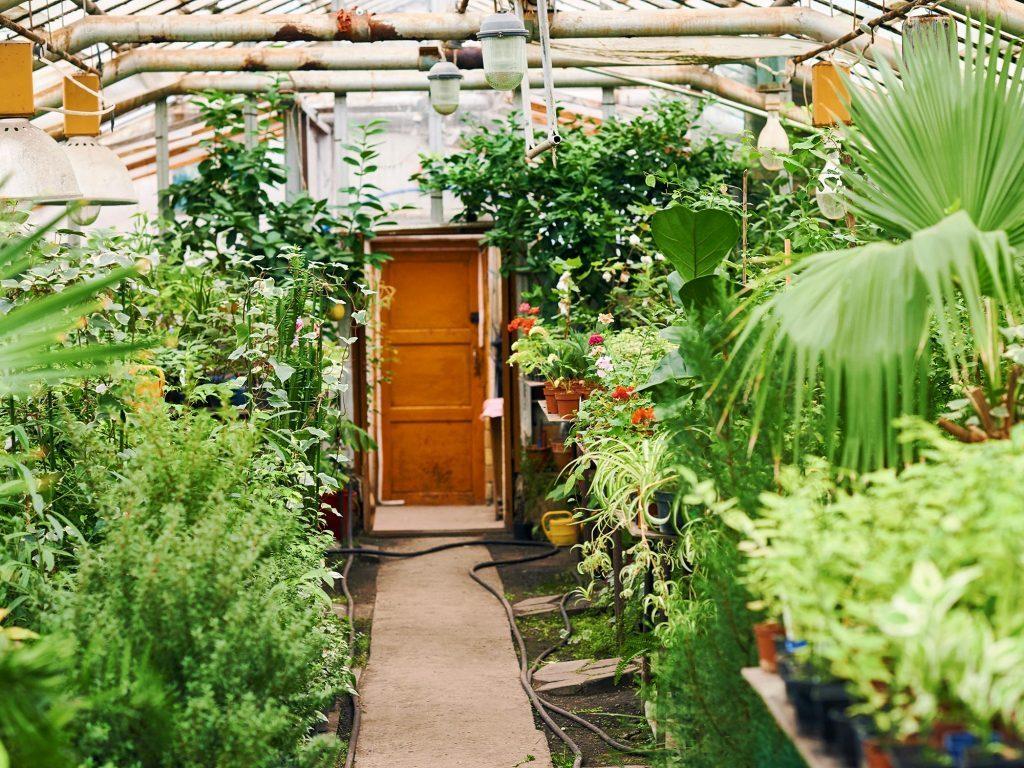 9 cosy balcony ideas and decor inspiration - Use garden balcony gadgets