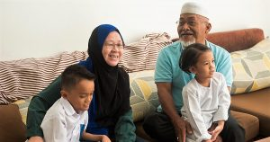 malay-family-old-parents