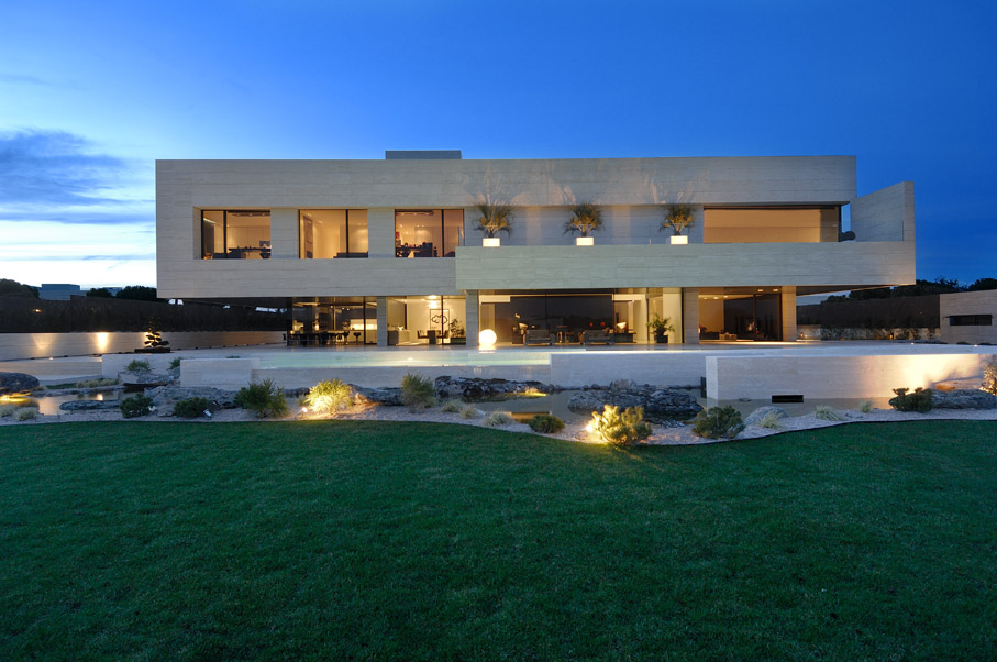 7-football-stars-with-the-most-expensive-homes-3