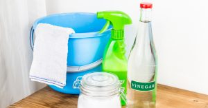 vinegar-spray-baby-oil-bathroom-cleaning-tools