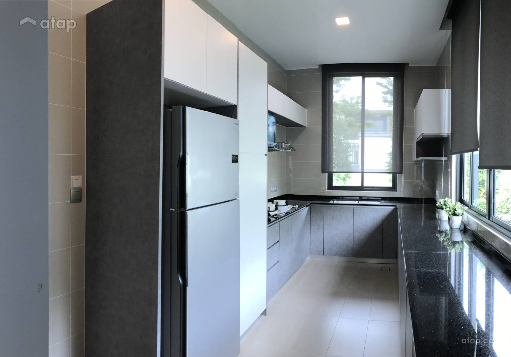 u-shaped-kitchen-with-white-cabinet