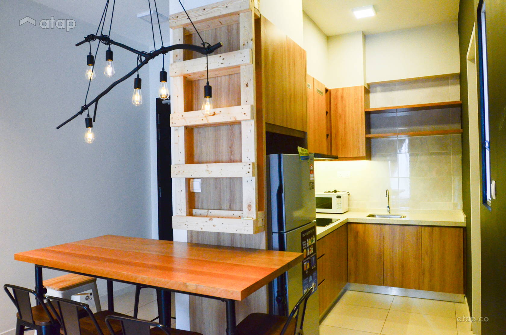 l-shaped-kitchen-with-wooden-theme