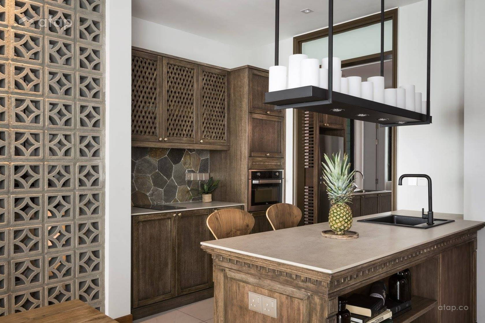 galley-kitchen-with-rustic-theme