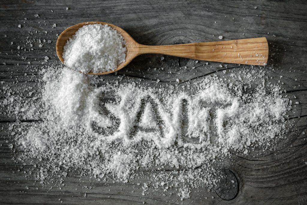 Halau lipan dengan garam