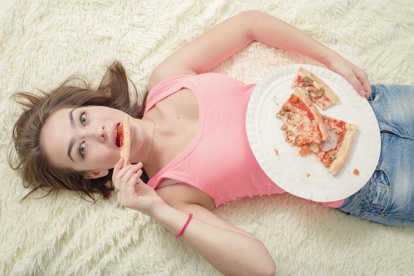 Pantang larang harian masyarakat Melayu - Anak gadis makan sambil berbaring akan dapat suami pemalas