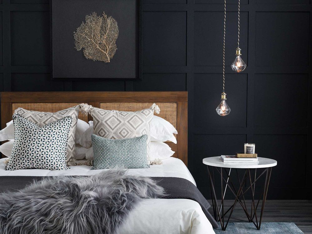 pendant-lights-in-small-bedroom