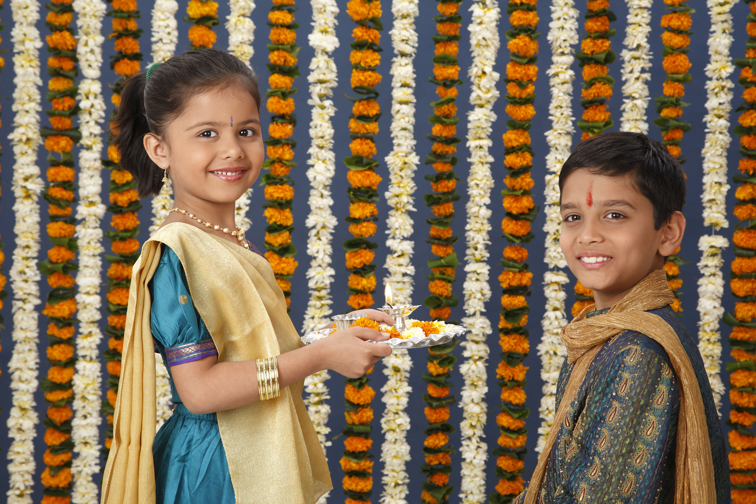 Sister holding aarti thali in front of brother on Rakshabandhan festival