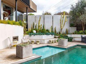 outdoor-pool-deck
