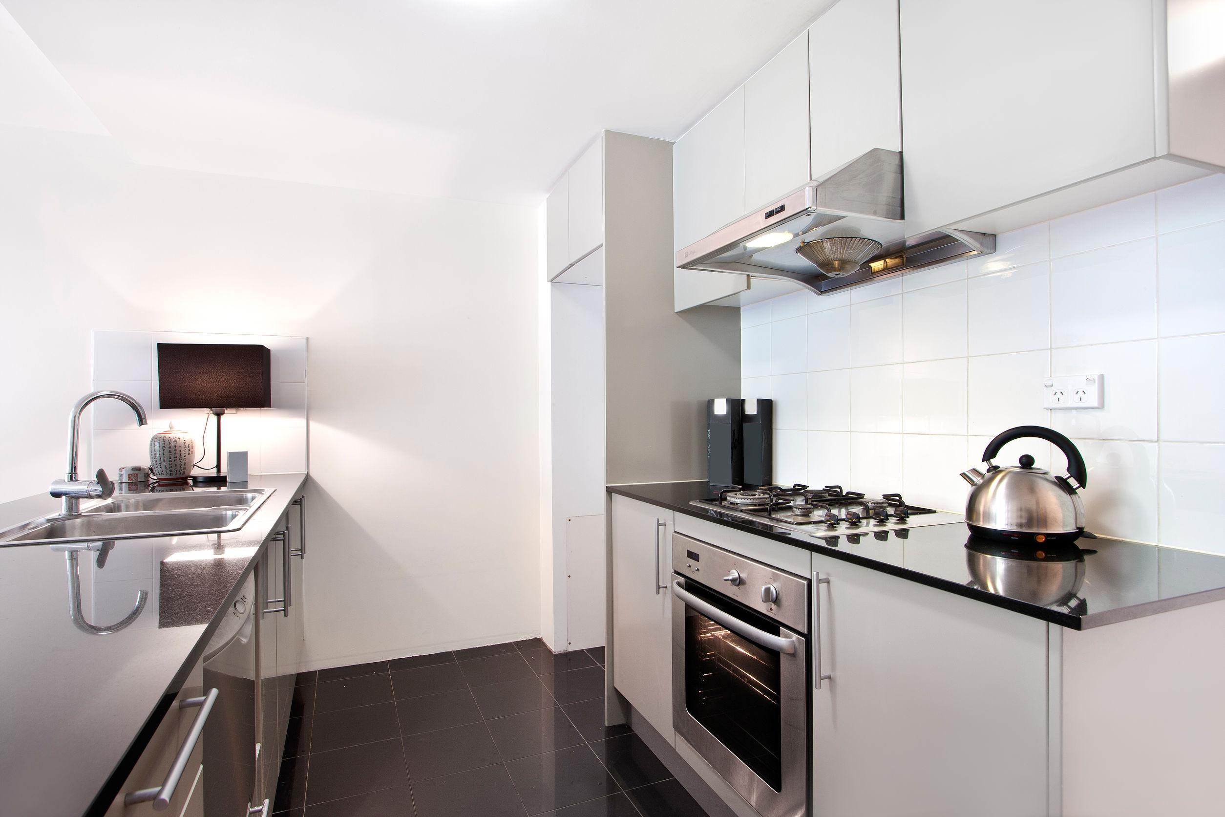 Modern-gourmet-kitchen-interior