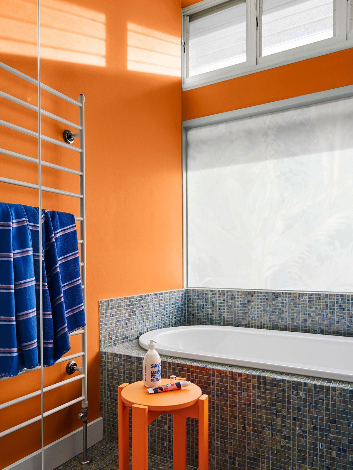 orange-bathroom-trends