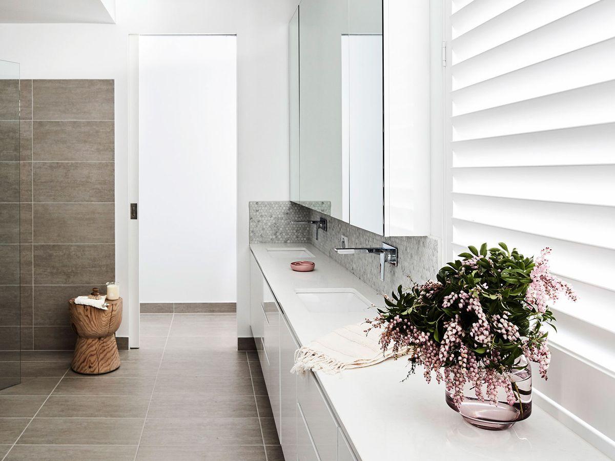 white-bathroom-cabinet-ideas