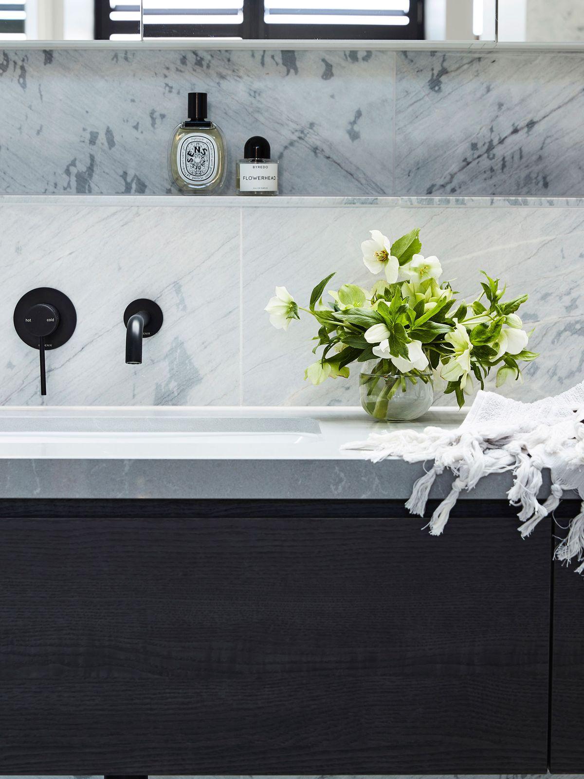 corner-bathroom-cabinets