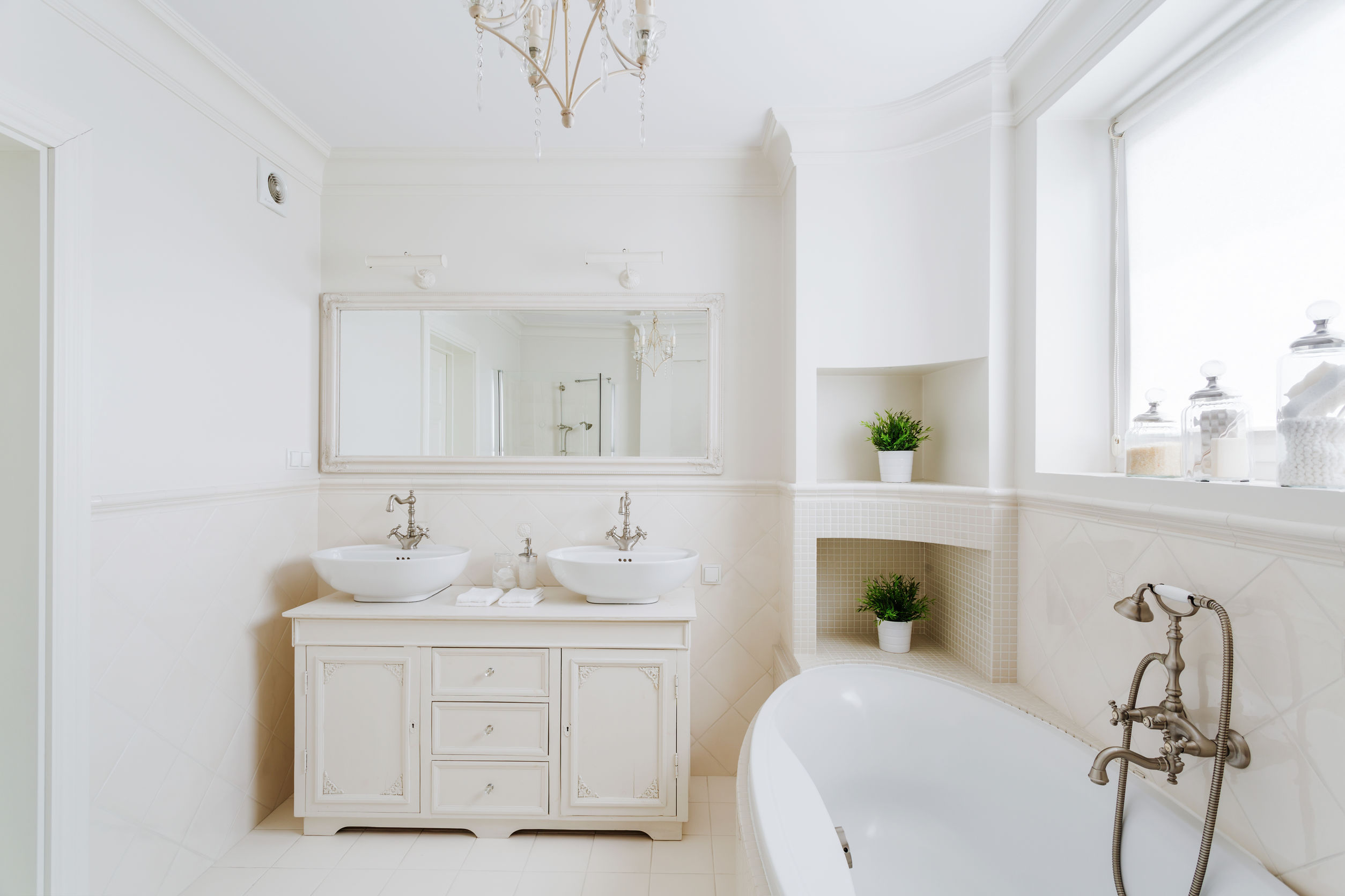 Bathroom trends to stay away from – an all white bathroom