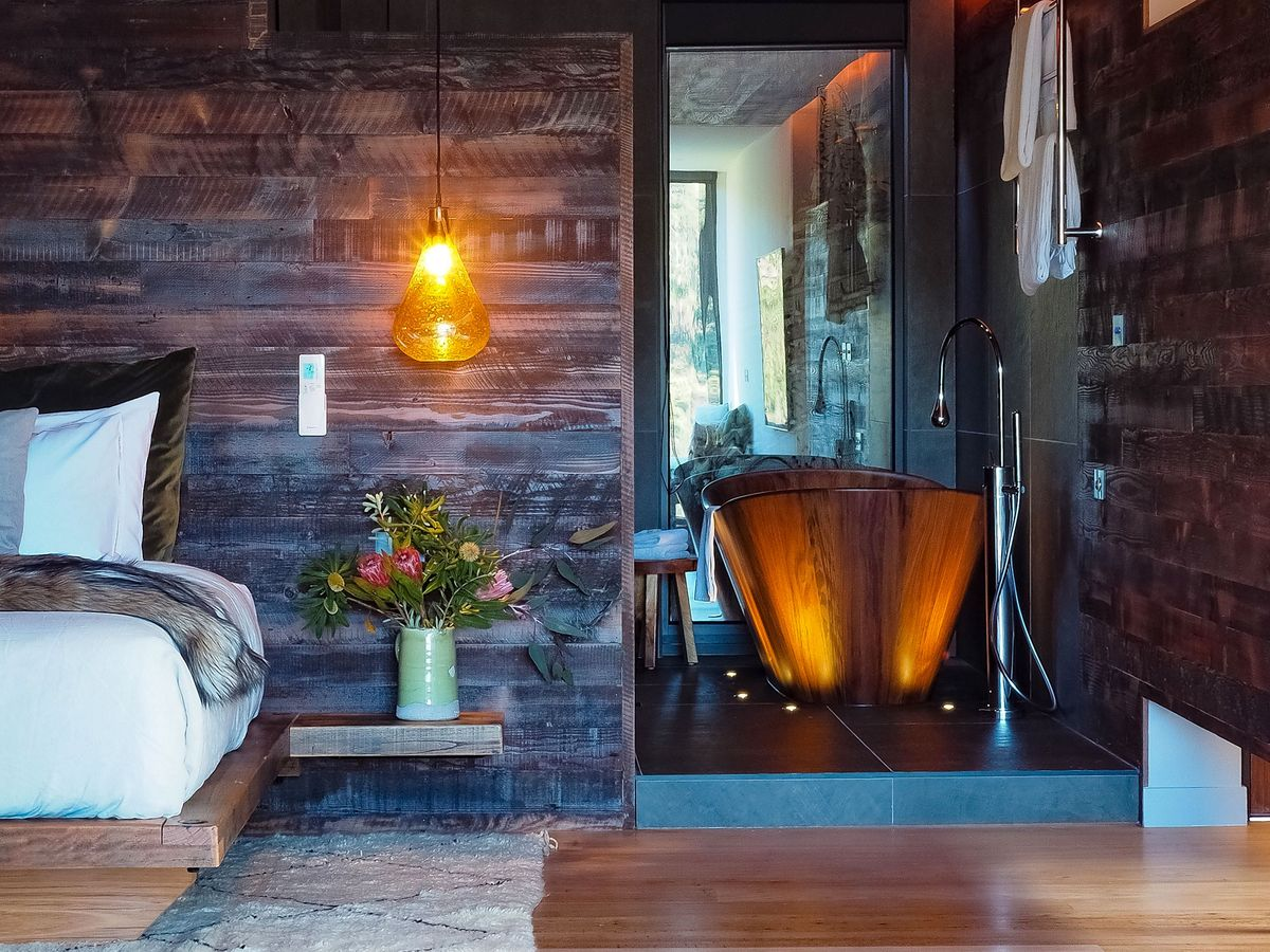 timber-bath-and-feature-walls