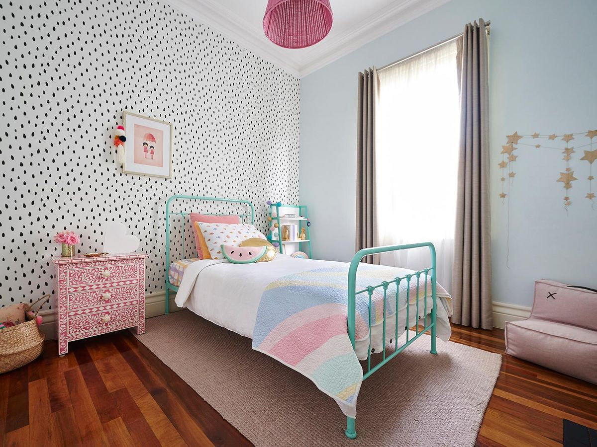 turquoise-and-pink-girls-room