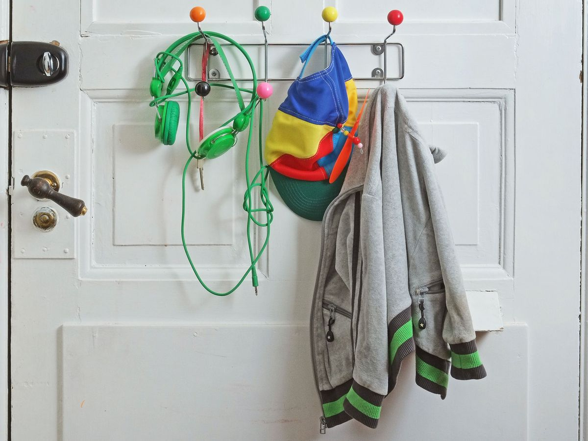 cheap-bedroom-storage-ideas-behind-door