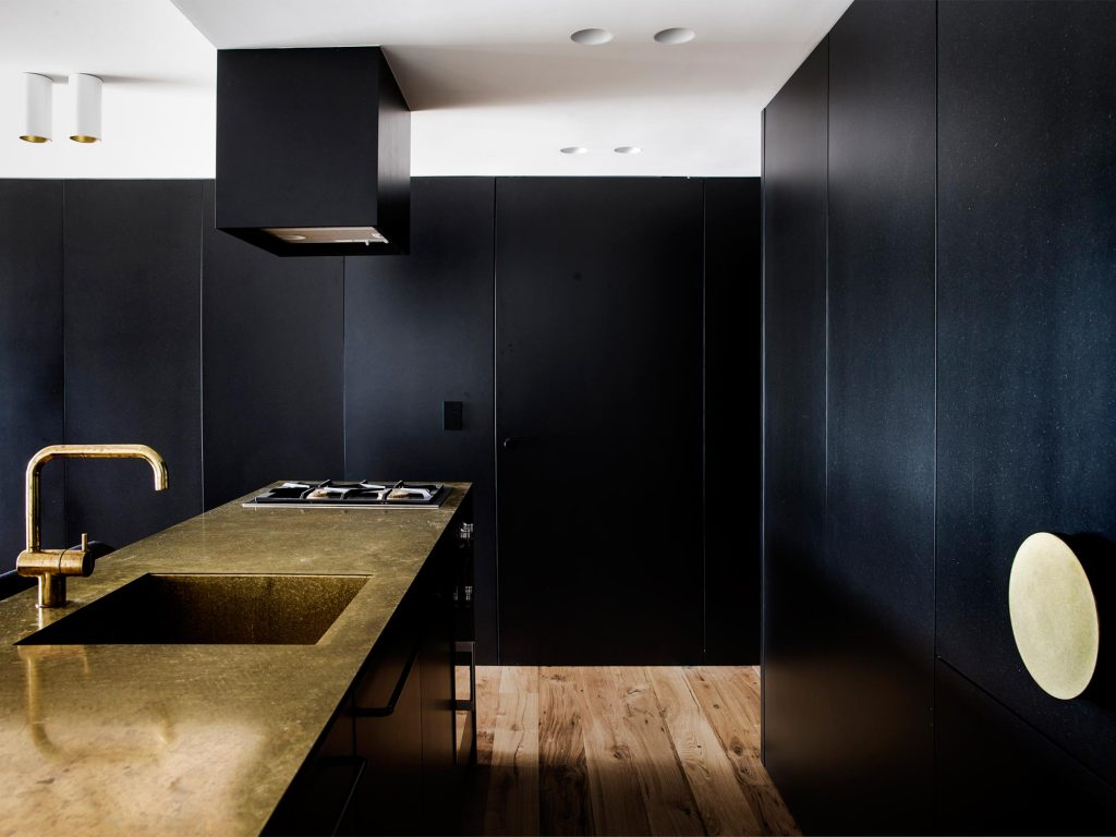 Black kitchen cabinets for the sophistication of a luxury hotel.