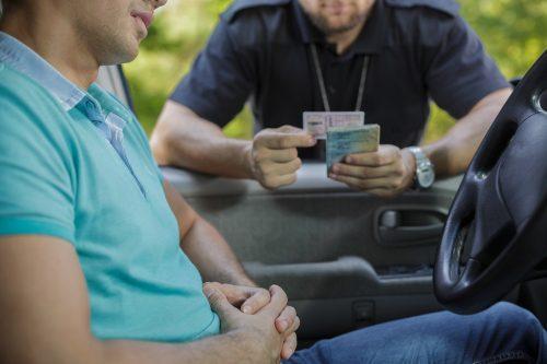 Bolehkah-pengawal-keselamatan-menyimpan-lesen-memandu-atau-IC-anda-di-Malaysia