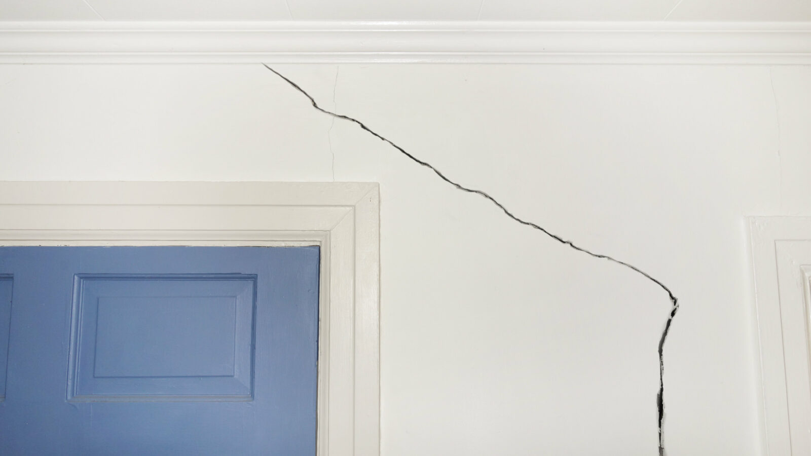 home-defect-wall-crack